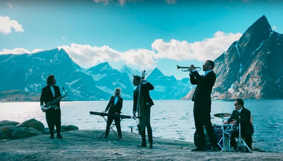 Wojtek Mazolewski Quintet i Raz Dwa Trzy na scenie projektu Wygramy Muzyką