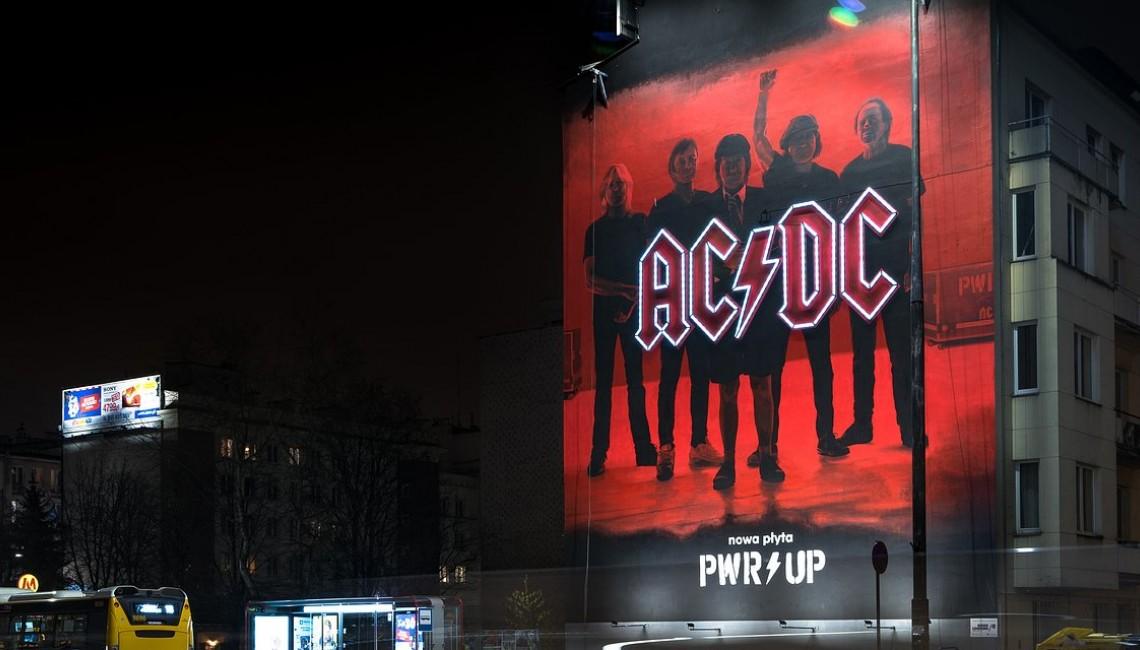 AC/DC ze złotą płytą i muralem w centrum Warszawy