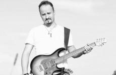 Gitarzysta Michał Pakulski rozpoczął zbiórkę dla chorego Ojca