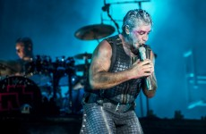 Lider grupy Rammstein z pozytywnym testem na koronawirusa! Jego stan jest poważny